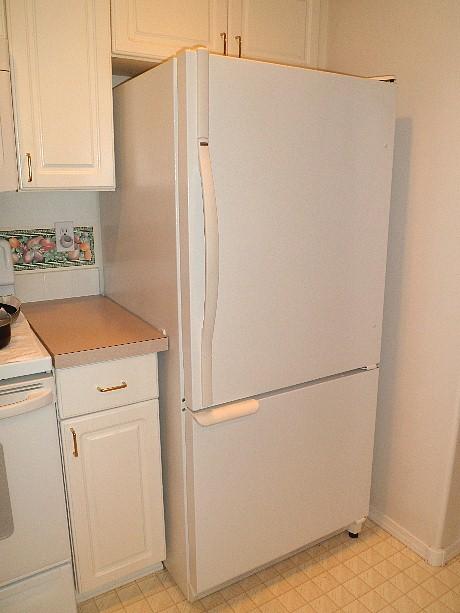 Freezer on the bottom, fridge on top.